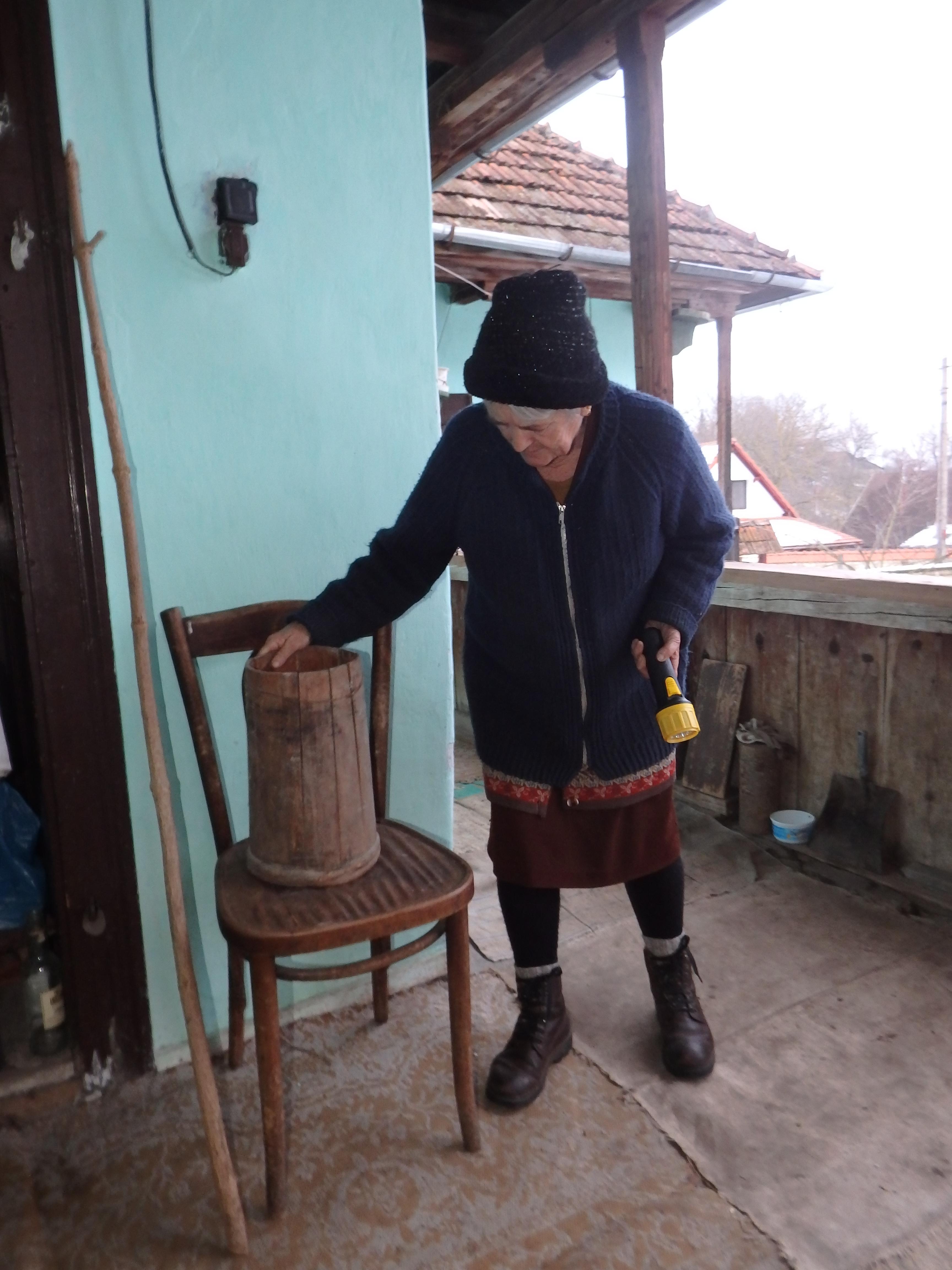 Egy deberke útja a pincétől a tájházig: első megálló az adományozás, 2015. február, fotó: Tar Virág
